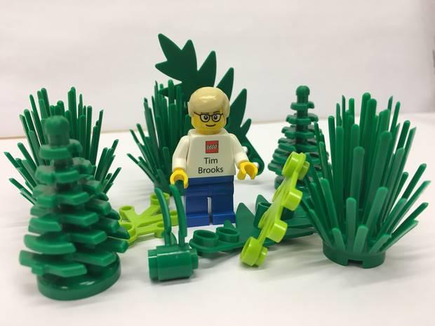 I 2018 kunne Tim Brooks præsentere den første offentlige og meget konkrete bæredygtighedssucces, nemlig en æske med bløde plastikfigurer, lavet af bioplast. Foto: Lego
