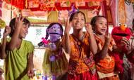 Lego Fonden smider 100 mio. dollars over fem år til den velgørende organisation Sesame Workshop, som yder bistand og humanitært arbejde i bl.a. Rohingya-flygtningelejre i Bangladesh. Foto: Sesame Workshop/Ryan Donnell