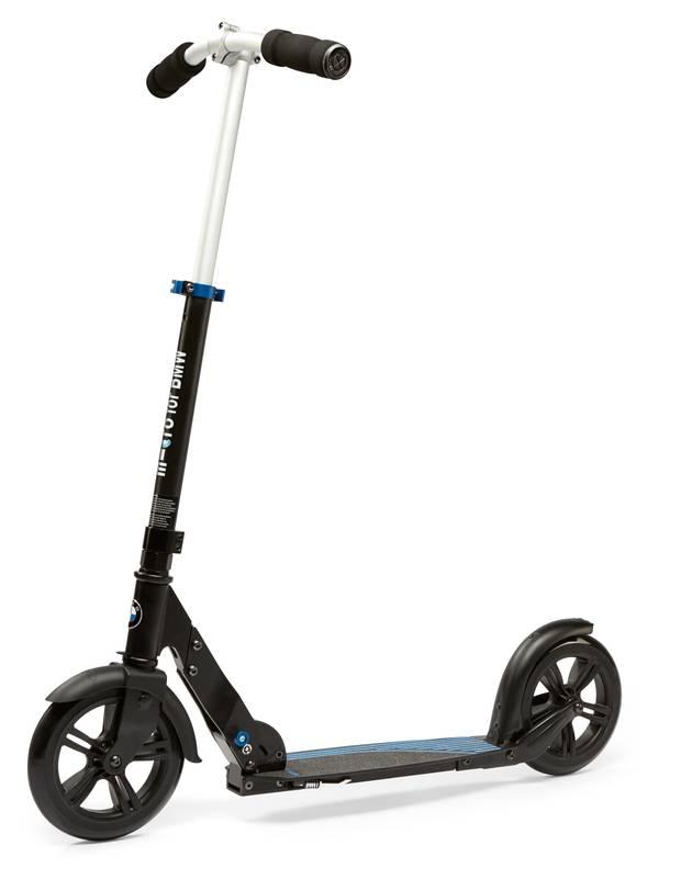 Løbehjulet E-Scooter bærer BMW's ikoniske logo i blå og hvid. Foto: Presse/BMW