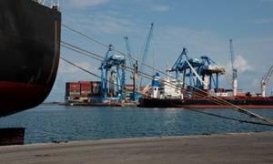 Mærsk driver havnen i Tema, Ghana, og det ligner en særdeles god forretning  - for god, mener nogle. Foto: Gioia Forster/picture-alliance/dpa/AP Images