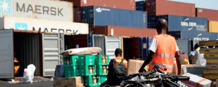 Havnen i Tema er omdrejningspunkt for en kontrakt, som nu er under beskydning, og som Mærsk sammen med en partner indgik tilbage i 2015. Foto: Gioia Forster/AP/Ritzau Scanpix
