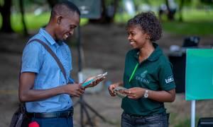 Som del af det økosystem, som Spenn Technology søger at opbygge, har selskabet ansat agenter, der både hverver brugere og kan fungere som en slags minibanker for de, der vil sætte penge ind på eller hæve penge fra sin konto. Billedet er fra Rwanda. Foto: PR