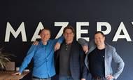 Thomas Dragsbæk (tv.), Søren Aabel Hammer (midtfor) og Dan Kortegaard Nielsen (th.) har med selskabet Mazepay tiltrukket sig opmærksomhed fra investorer og banker. Foto: Mazepay/PR.