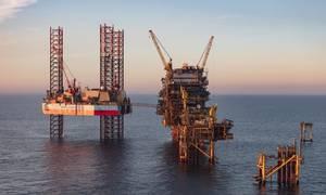 Det norske olieselskab Noreco, som er med til at genrejse det kendte Tyra-felt i Nordsøen, har omlagt en lånefacilitet på 6 mia. kr. fra variabel til fast rente. »Der er en stor risiko for højere renter i fremtiden,« siger olieselskabets finansdirektør, Euan Shirlaw. Foto: Noreco
