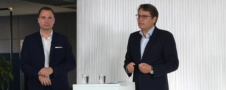 Iværksætter Tommy Ahlers og erhvervsminister Brian Mikkelsen (K), da Iværksætterpanelet præsenterede sine forslag. Foto: Maria Kehlet