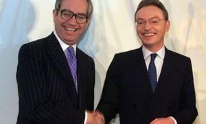 Smilene var store, da Vodafones Chris Gent gav Mannesmanns Klaus Esser et 296 mia. dollars dyrt håndtryk. Foto: Edgar Schoepal/AP