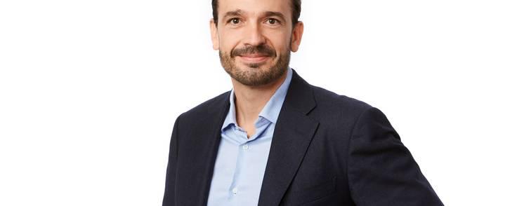 Søren Krogh Knudsen er uddannet økonom og har en fortid hos PA Consulting Group og Verizon.